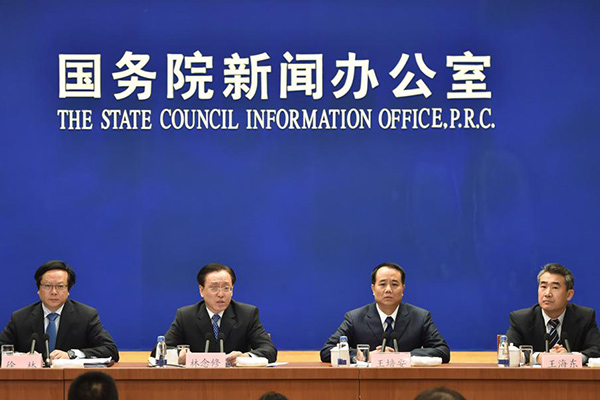The State Council held the weekly policy briefing on Nov 13, which focuses on boosting and restructuring consumption, as well as combining medical health care with services for the elderly.[Photo/Xinhua]