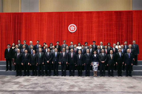 HONG KONG, May 17, 2016 (Xinhua) -- Zhang Dejiang (C, front), chairman of the Standing Committee of China's National People's Congress, poses for a group photo when he visits the headquarters of the government of Hong Kong Special Administrative Region (SAR) in Hong Kong, south China, May 17, 2016. Zhang was briefed by the SAR chief executive and government officials on their work. (Xinhua/Liu Weibing)